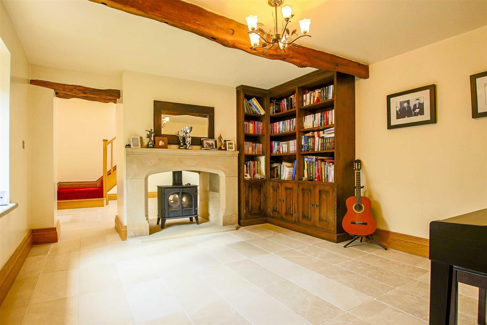 5 Bedroom Cottage For Sale - Image 3